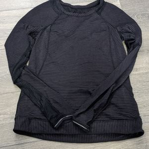 Size 6 lululemon run top.